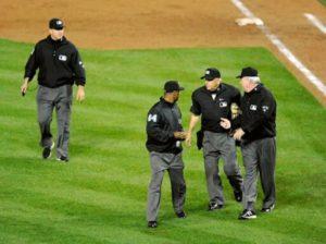 En la pelota | Pelea pública entre los umpires de MLB
