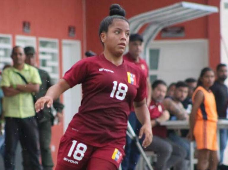 Kareylen Capdevilla se muda al fútbol español (+Tweets)
