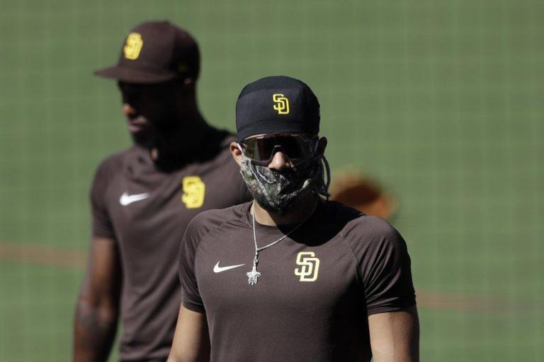 Fernando Tatis jr fue precavido y usó mascarilla en entrenamientos de Padres de San Diego