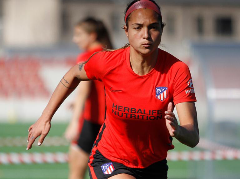 Deyna Castellanos lució la nueva camiseta del Atlético de Madrid 2020-2021