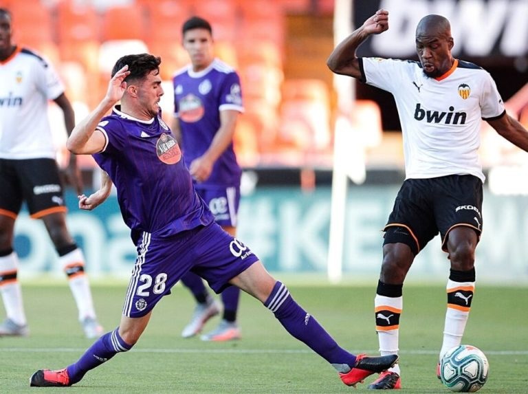 El Valencia derrotó en el último minuto al Valladolid