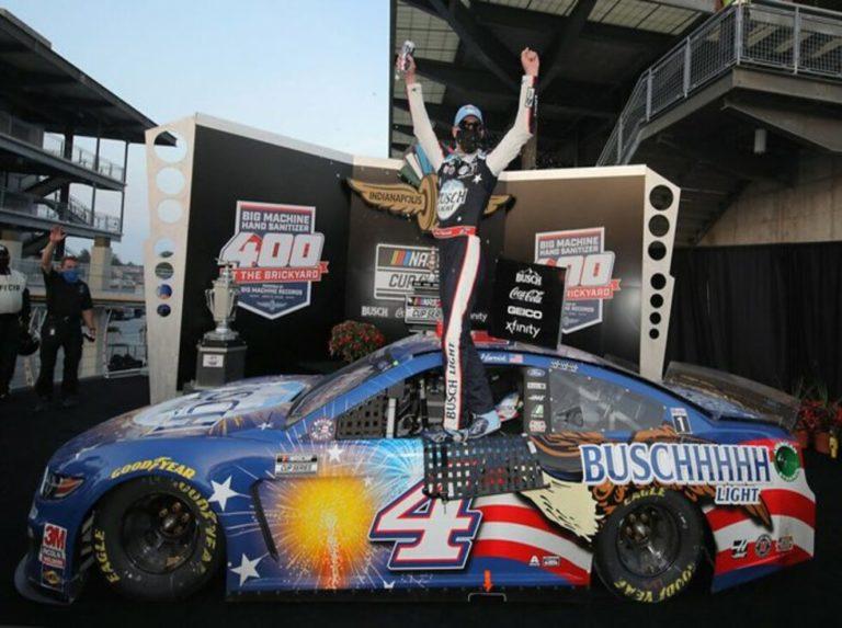 Kevin Harvick ganó la Hand Sanitizer 400 de la Nascar (+ video)