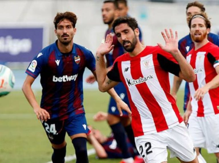 Raúl García mantiene viva la llama europea del Athletic