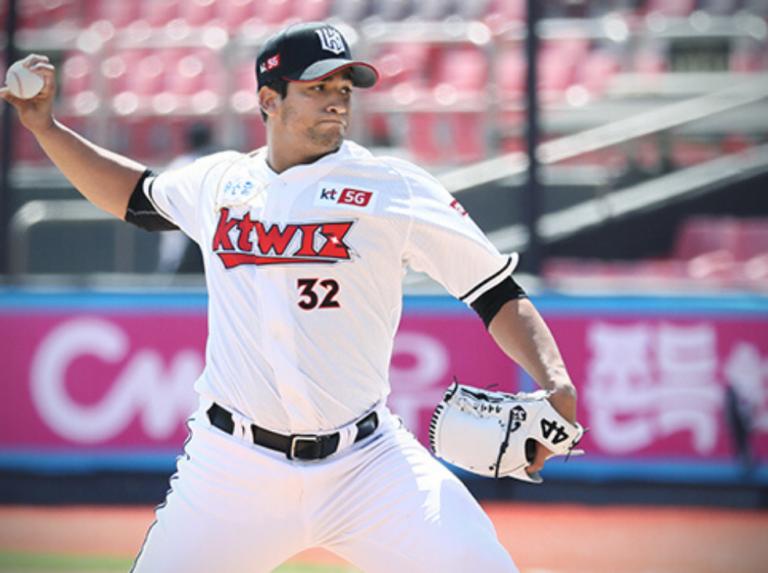 William Cuevas está intraficable en el beisbol de Corea