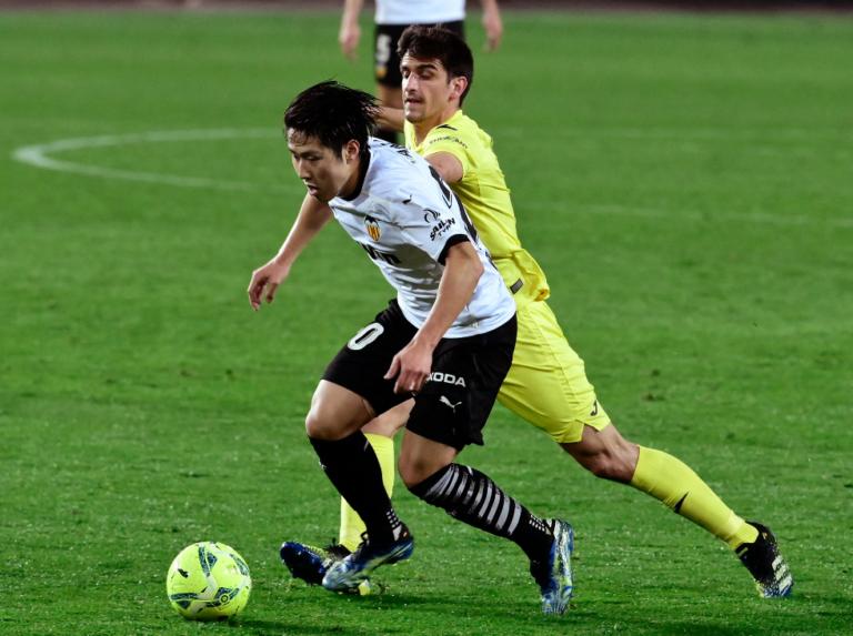 Valencia remonta para ganar 2-1 a Villarreal